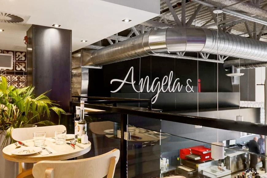 Angela and I : Commande en ligne
